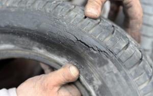 Cómo reparar neumáticos rotos: guía paso a paso