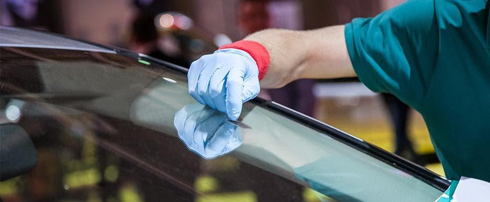 Cómo eliminar rasguños del parabrisas