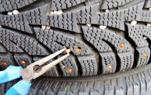 Cómo eliminar tachuelas de los neumáticos: pasos rápidos y simples