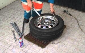 Cómo quitar un neumático de una llanta: guía paso a paso