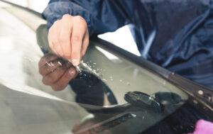 Cómo eliminar los rasguños del parabrisas: guía paso a paso