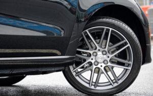 Neumáticos chirriantes al girar las esquinas: causas y soluciones