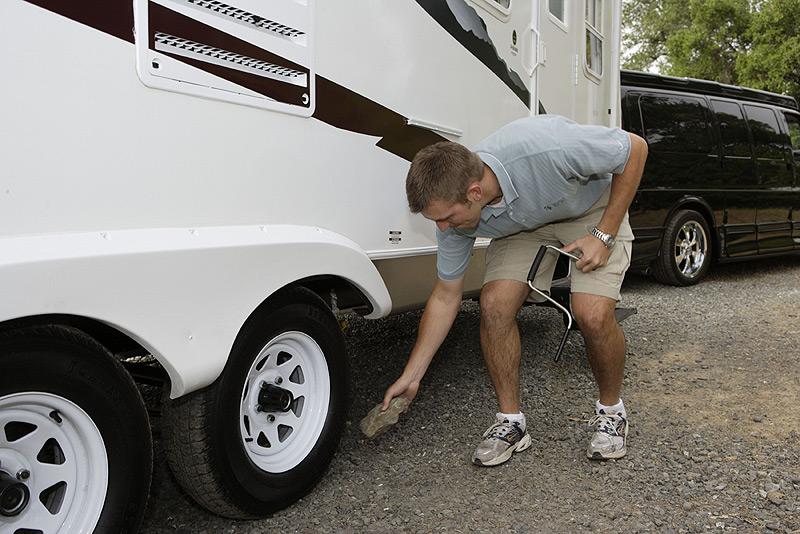 Cómo elegir los neumáticos correctos para su remolque RV